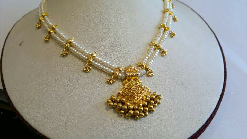 two layered pearl necklace with gold pendant