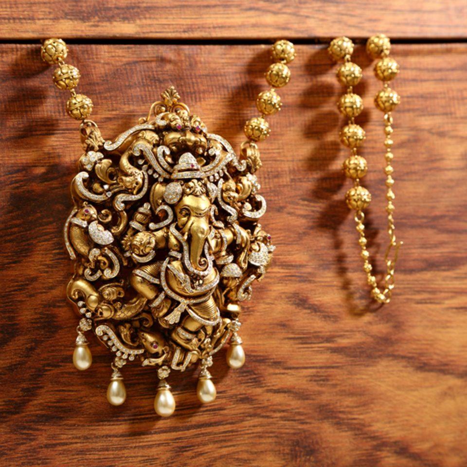 Diamond Ganesha Pendant With Nagas From Vummidi